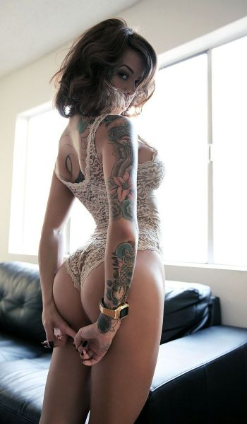 hot_and_hardcore_tattooed_girls_640_49