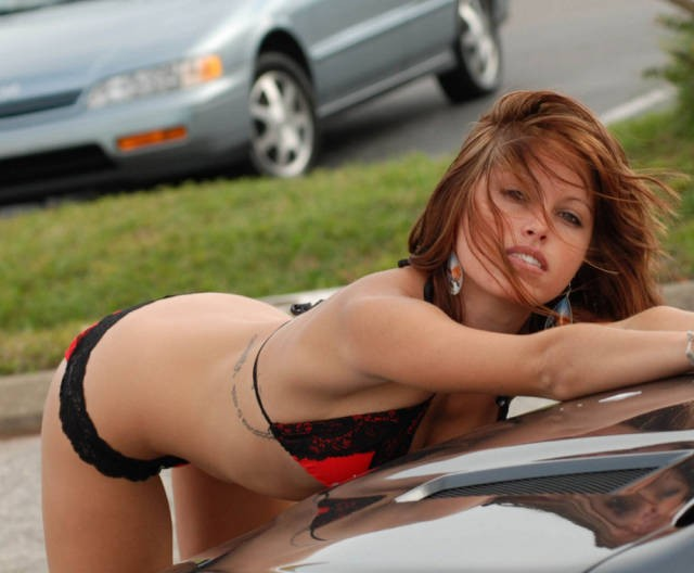 sexy_girls_getting_wet_n_wild_at_the_car_wash_640_01