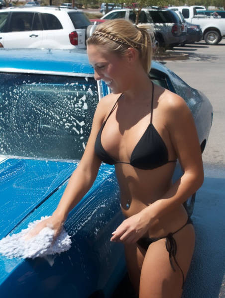 sexy_girls_getting_wet_n_wild_at_the_car_wash_640_11