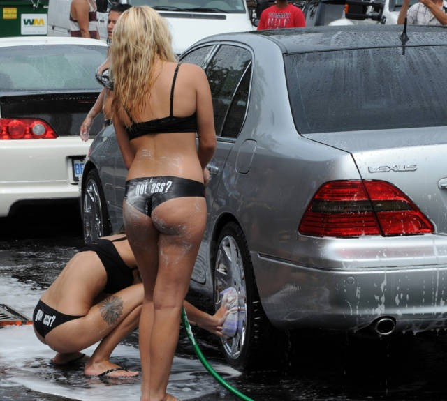 sexy_girls_getting_wet_n_wild_at_the_car_wash_640_23