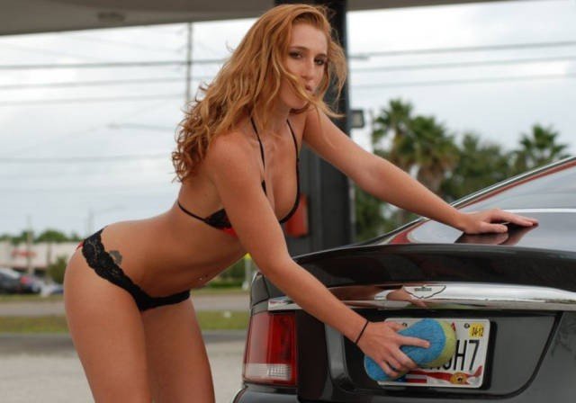 sexy_girls_getting_wet_n_wild_at_the_car_wash_640_25