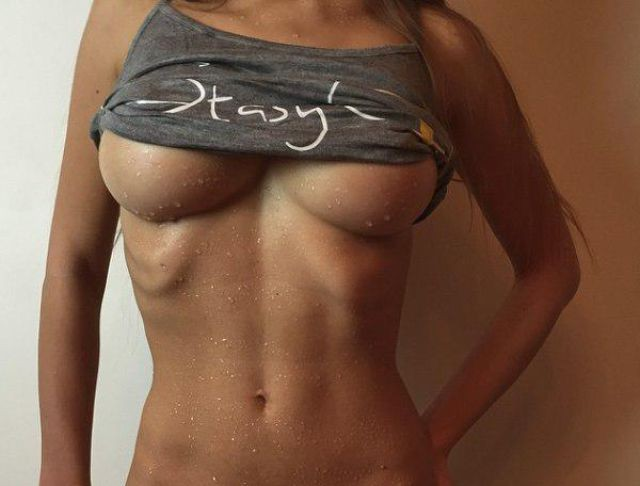 the_underboob_is_just_a_little_tease_to_get_you_in_the_mood_640_43