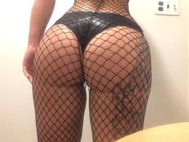 girls_put_their_best_butts_forward_640_10