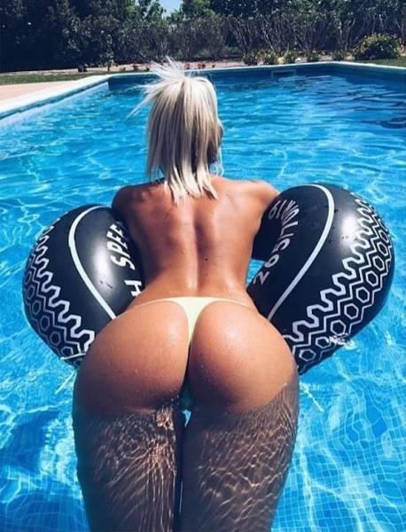 girls_put_their_best_butts_forward_640_13