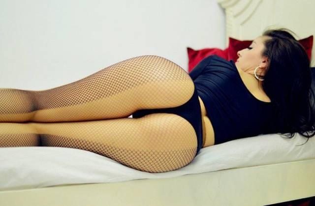 girls_put_their_best_butts_forward_640_42