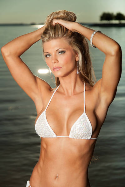 the_hottest_bikini_babes_of_the_2015_hooters_international_swimsuit_pageant_640_06