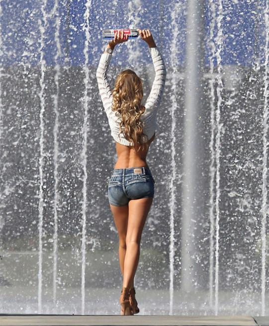 charlie-riina-a-nova-garota-das-maravilhosas-propagandas-da-138-water8