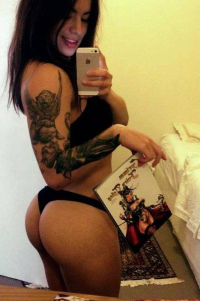 girls_who_make_tattoos_look_hot_640_11