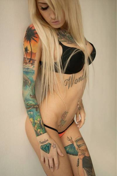 girls_who_make_tattoos_look_hot_640_29