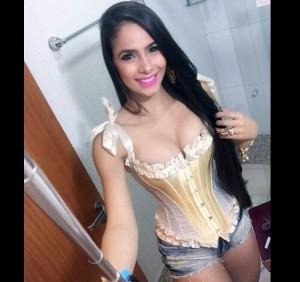 juliana caetano a vocalista da banda bonde do forro