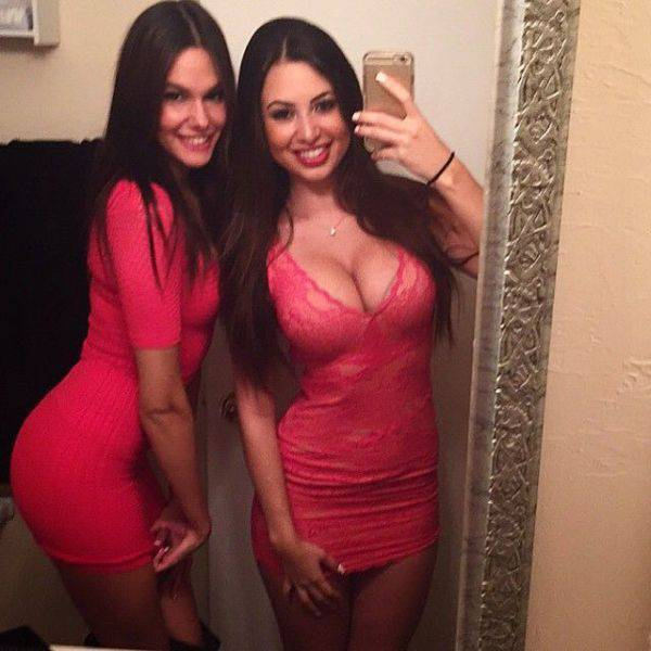 lookout_boyshere_come_the_babes_in_tight_dresses_640_24