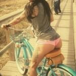 mulheres-gostosas-de-bicicleta11