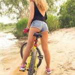 mulheres-gostosas-de-bicicleta14