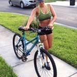 mulheres-gostosas-de-bicicleta18