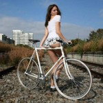 mulheres-gostosas-de-bicicleta9