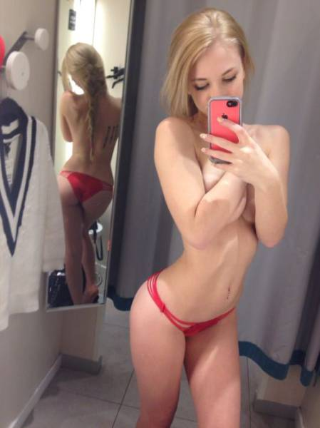 something_about_changing_rooms_makes_girls_want_to_selfie_640_25