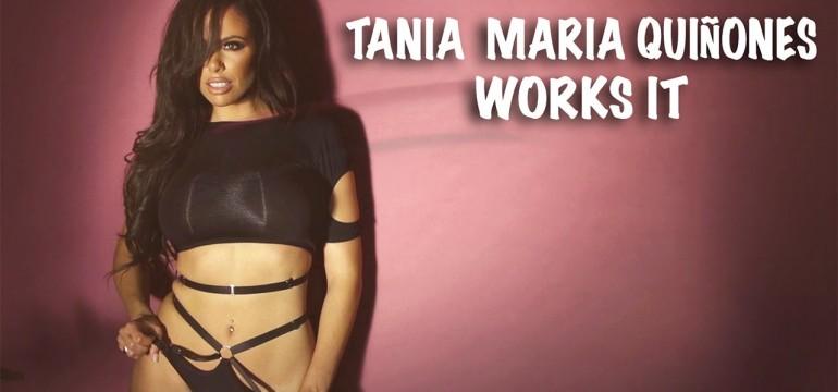 Tania Maria Quinones em um blog striptease para Playboy