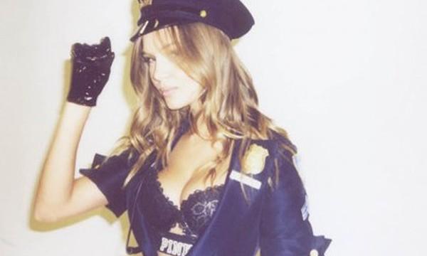 Josephine Skriver Sexy policial