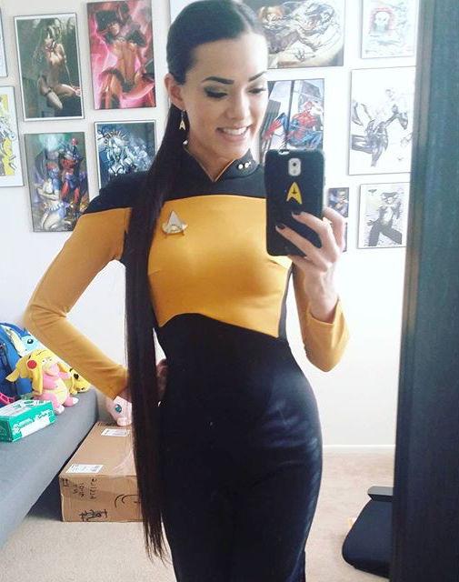joanie-brosas-e-chamada-de-rainha-do-cosplay4