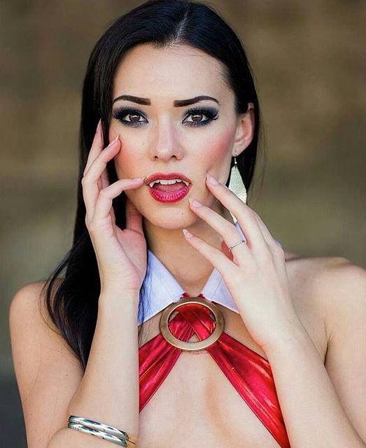 joanie-brosas-e-chamada-de-rainha-do-cosplay8