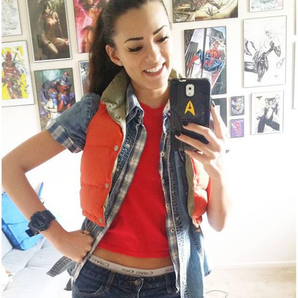 joanie-brosas-e-chamada-de-rainha-do-cosplay9