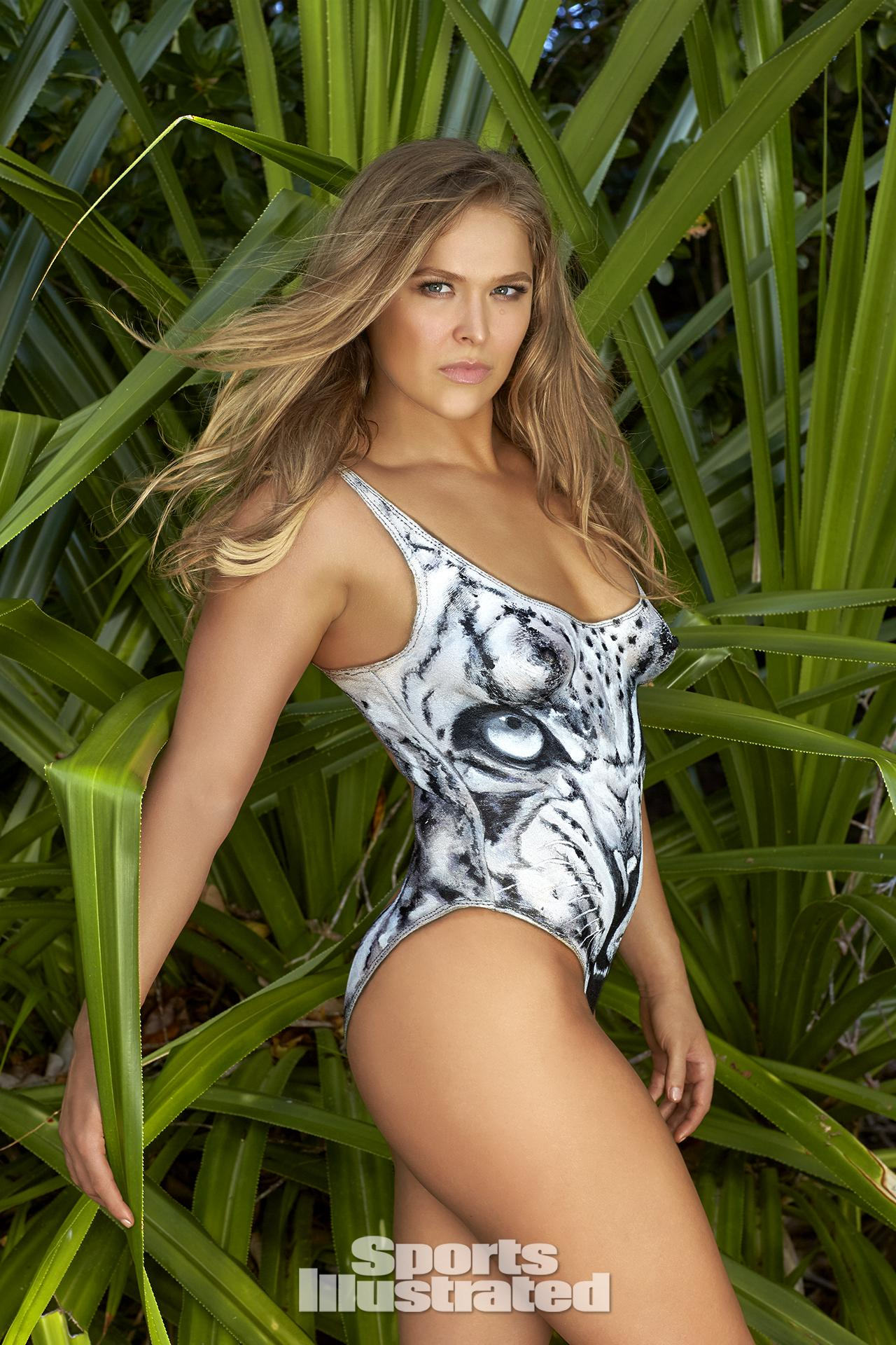 ronda-rousey-foi-capa-da-revista-sports-illustrated-so-de-bodypaint12