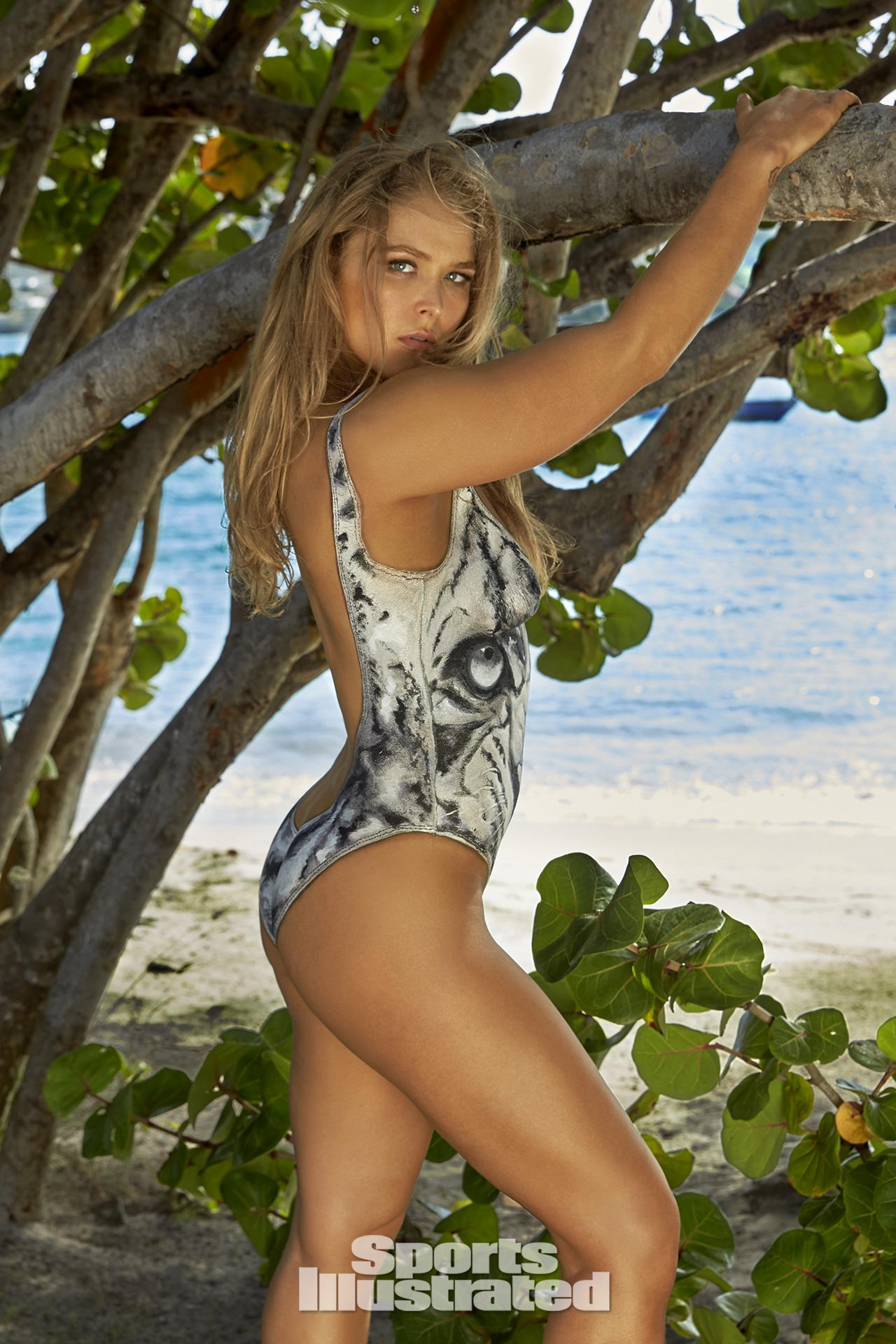 ronda-rousey-foi-capa-da-revista-sports-illustrated-so-de-bodypaint14
