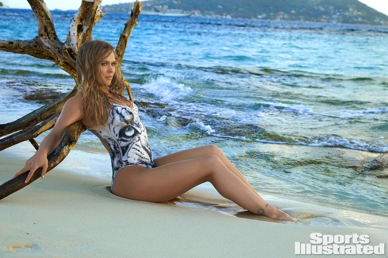 ronda-rousey-foi-capa-da-revista-sports-illustrated-so-de-bodypaint4