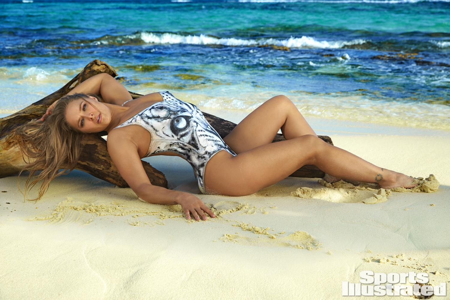 ronda-rousey-foi-capa-da-revista-sports-illustrated-so-de-bodypaint6