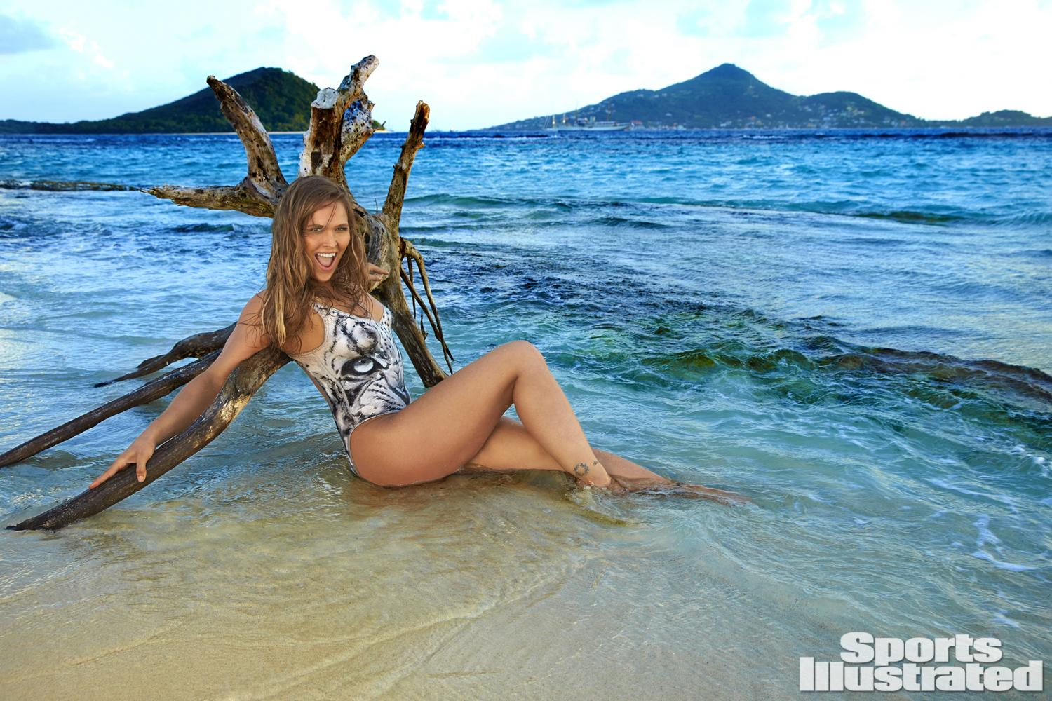 ronda-rousey-foi-capa-da-revista-sports-illustrated-so-de-bodypaint7
