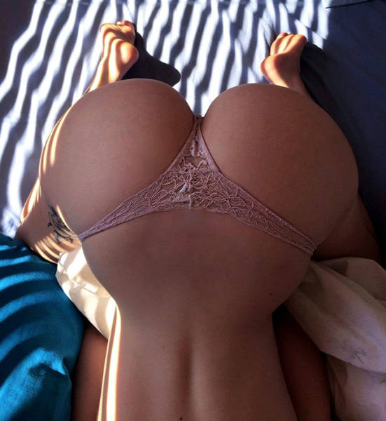 butt_lovers_gather_around_640_51