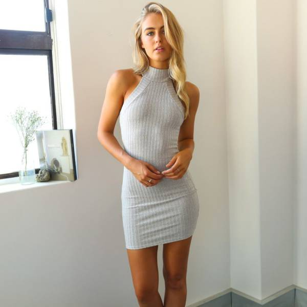oh_my_those_tight_dresses_640_01