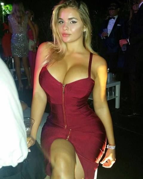 oh_my_those_tight_dresses_640_03