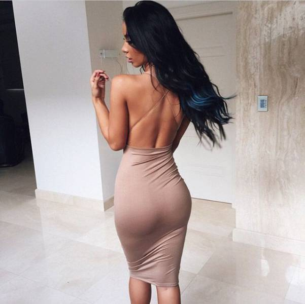 oh_my_those_tight_dresses_640_07