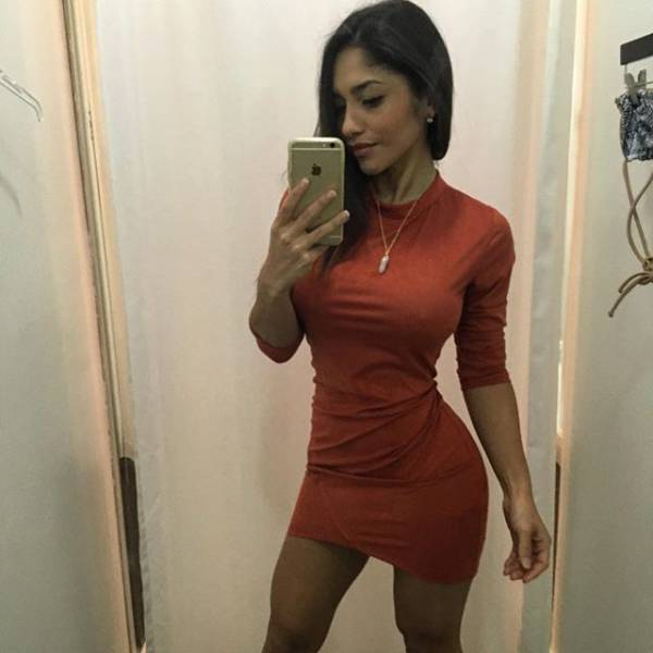 oh_my_those_tight_dresses_640_18