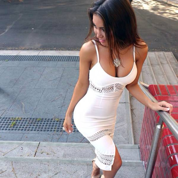 oh_my_those_tight_dresses_640_19