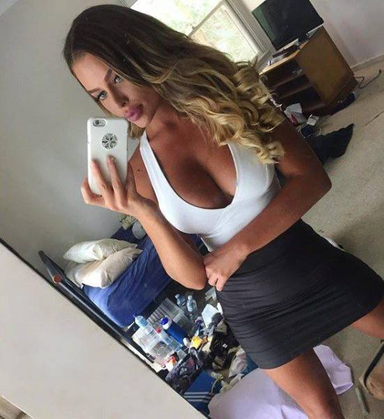 oh_my_those_tight_dresses_640_34