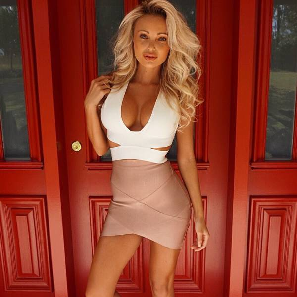 oh_my_those_tight_dresses_640_44