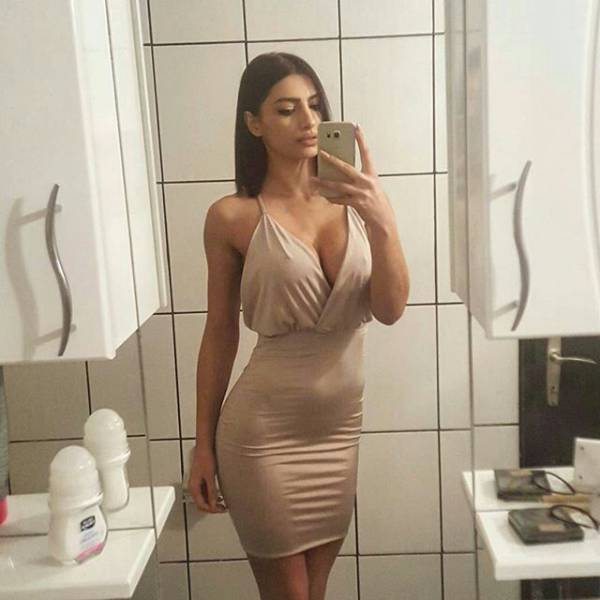 oh_my_those_tight_dresses_640_50