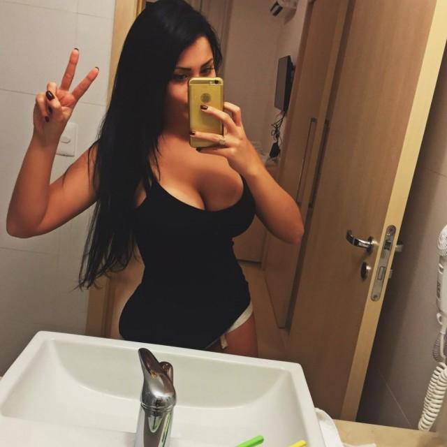 claudia-alende-a-gostosa-do-instagram-3-1024x1024