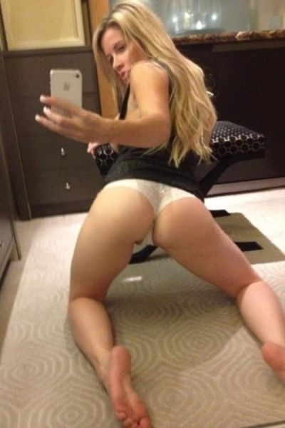 sexy_selfies_are_womens_gifts_to_men_640_27