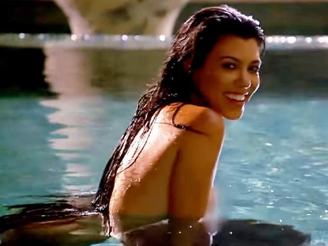 Kourtney Kardashian nua em sessão de fotos