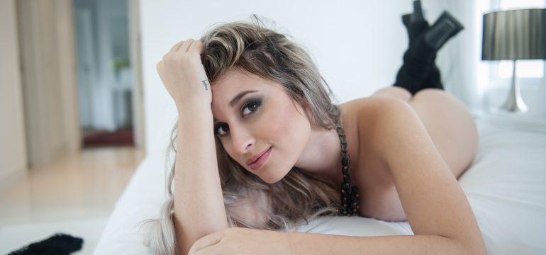 Janaina na Bella da semana no dia sexo