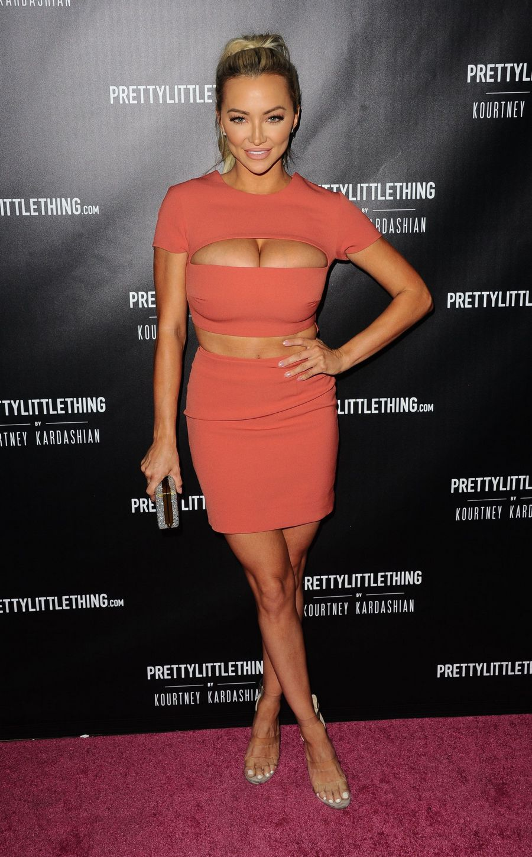 Lindsey Pelas e seu maravilhoso vestido
