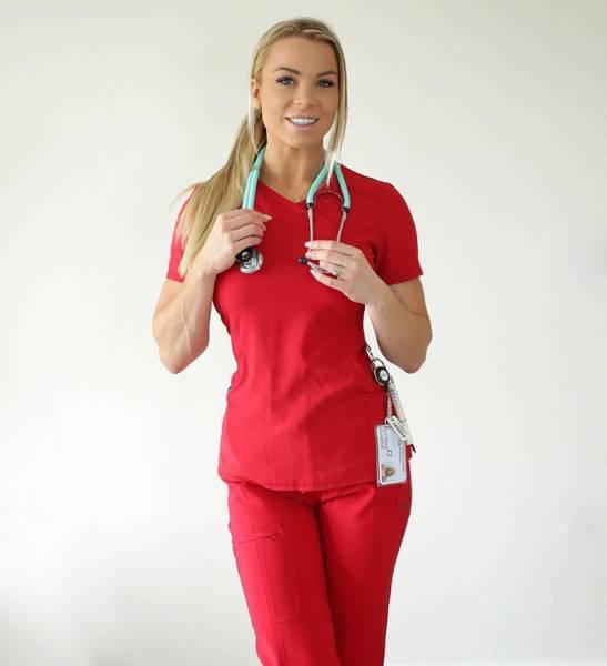 Ela é conhecida como a enfermeira mais gostosa do mundo
