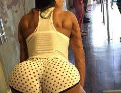 Gracyanne Barbosa dando aula de twerking em seu Instagram