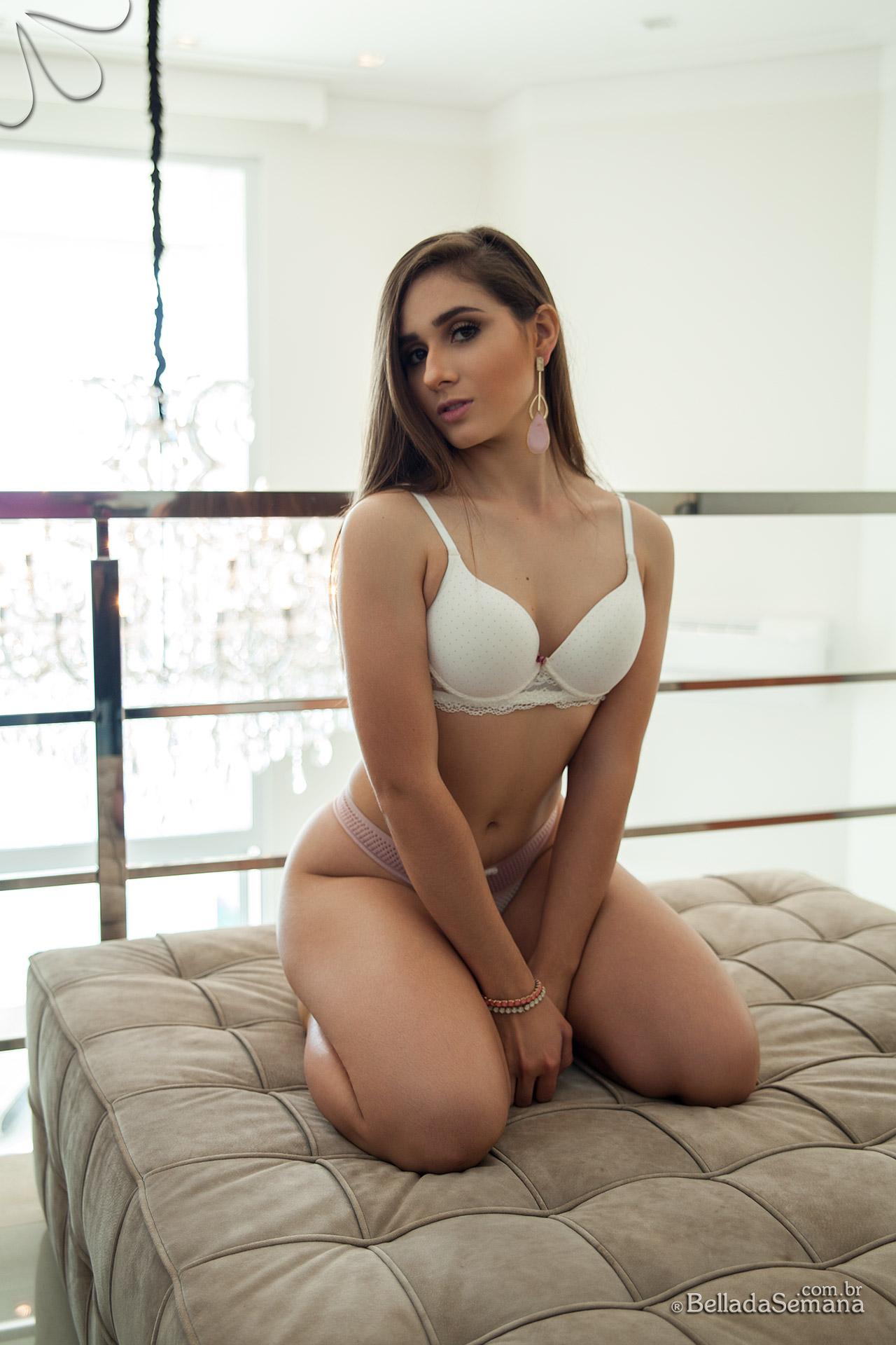 Novo ensaio sensual de Julia Picoloto
