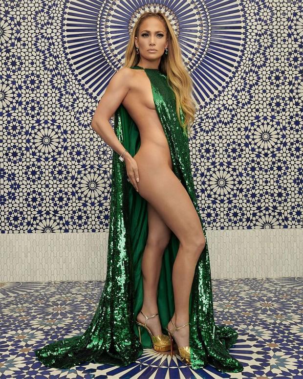 Jennifer Lopez seminua na capa de revista