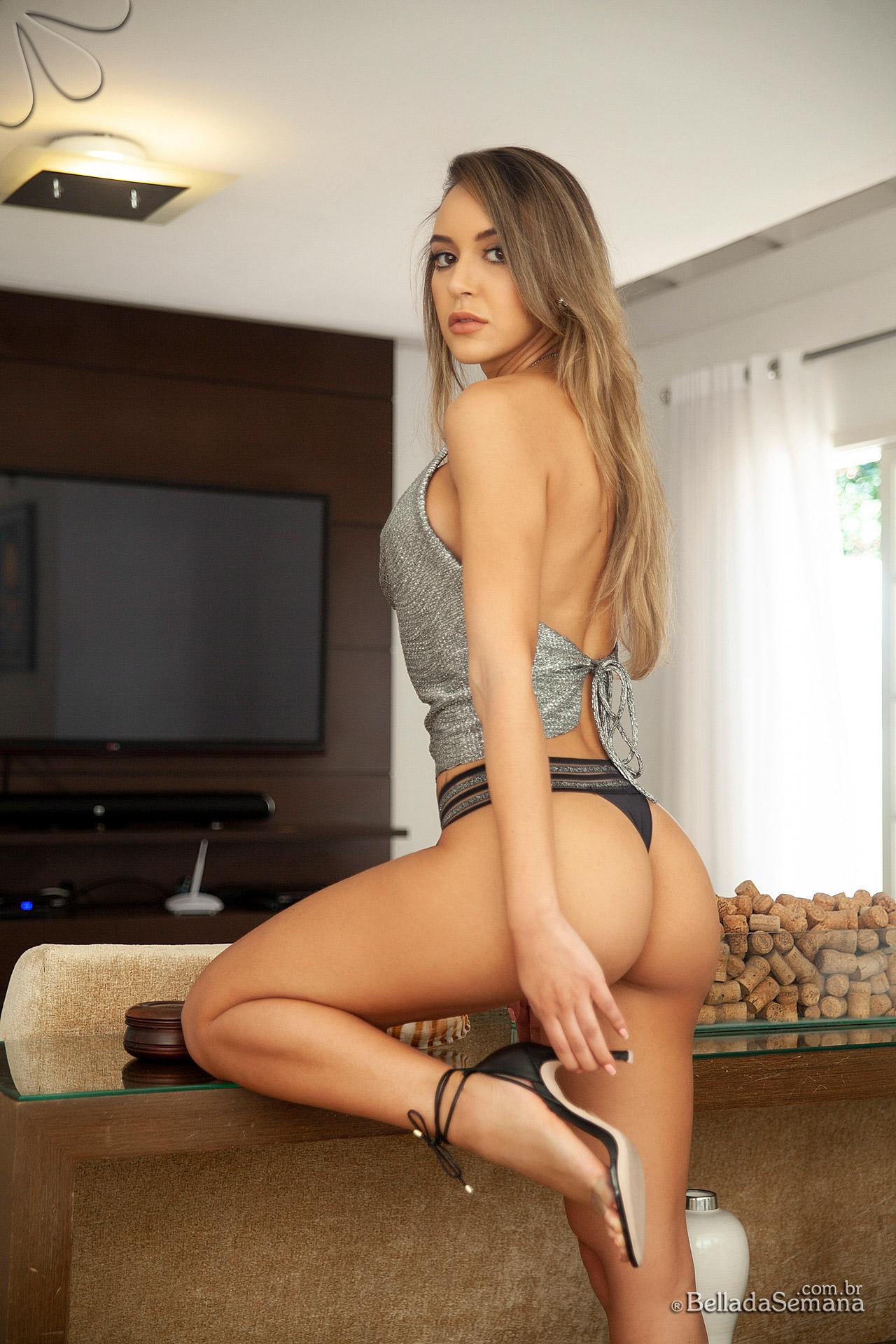 Stephanie Volotenko, a musa está de volta